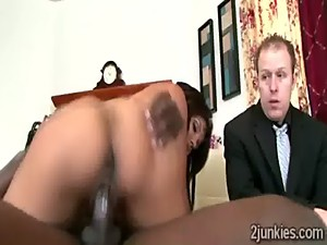 Big booty brunette MILF mounts black rod..